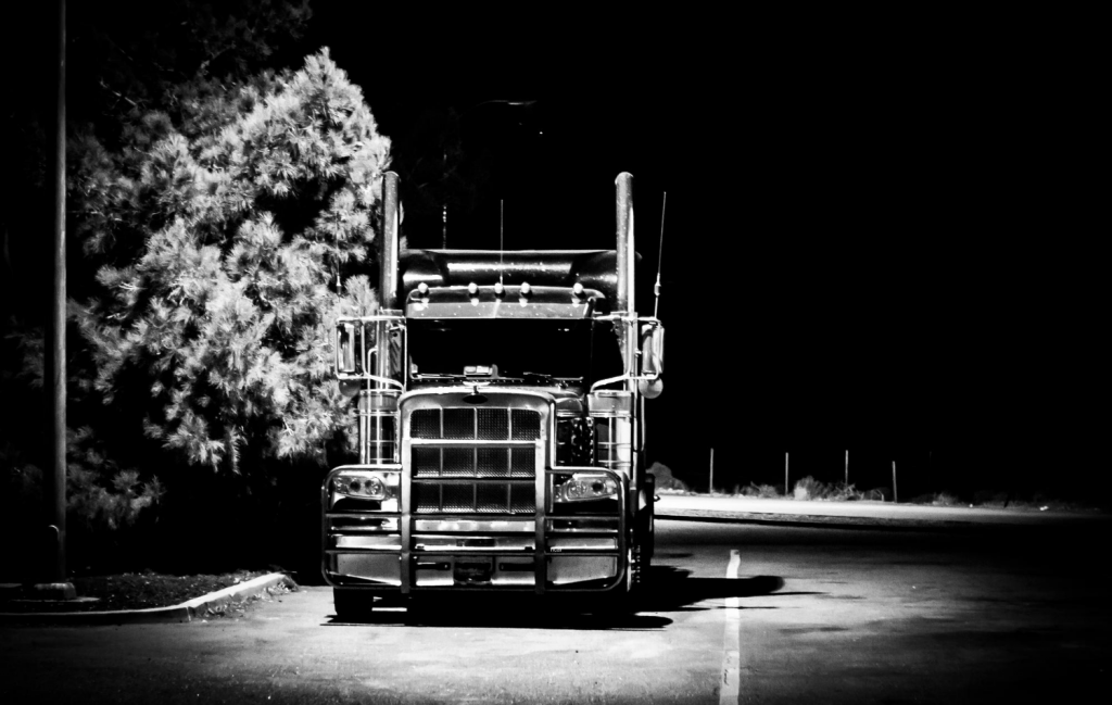 Know the Common Causes of Big Rig Accidents So You Can Avoid Them